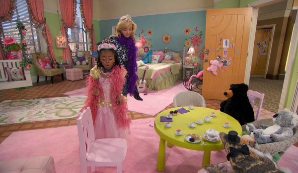 Zuri's Bedroom on Disney TV Show Jessie (4)