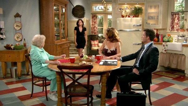 wide shot of kitchen second season Hot in Cleveland