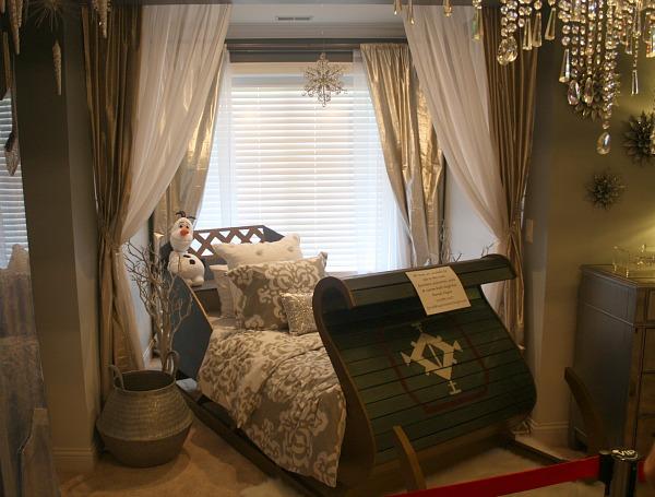 Frozen movie themed child's bedroom