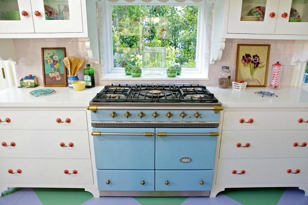 Designer Alison Kandler's House in HGTV Magazine   hookedonhouses.net