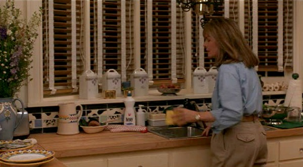 Diane Keaton in The Father of the Bride kitchen