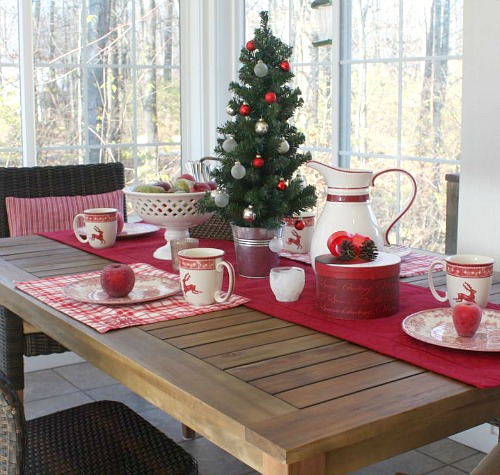 Sunroom decorated for Christmas | hookedonhouses.net