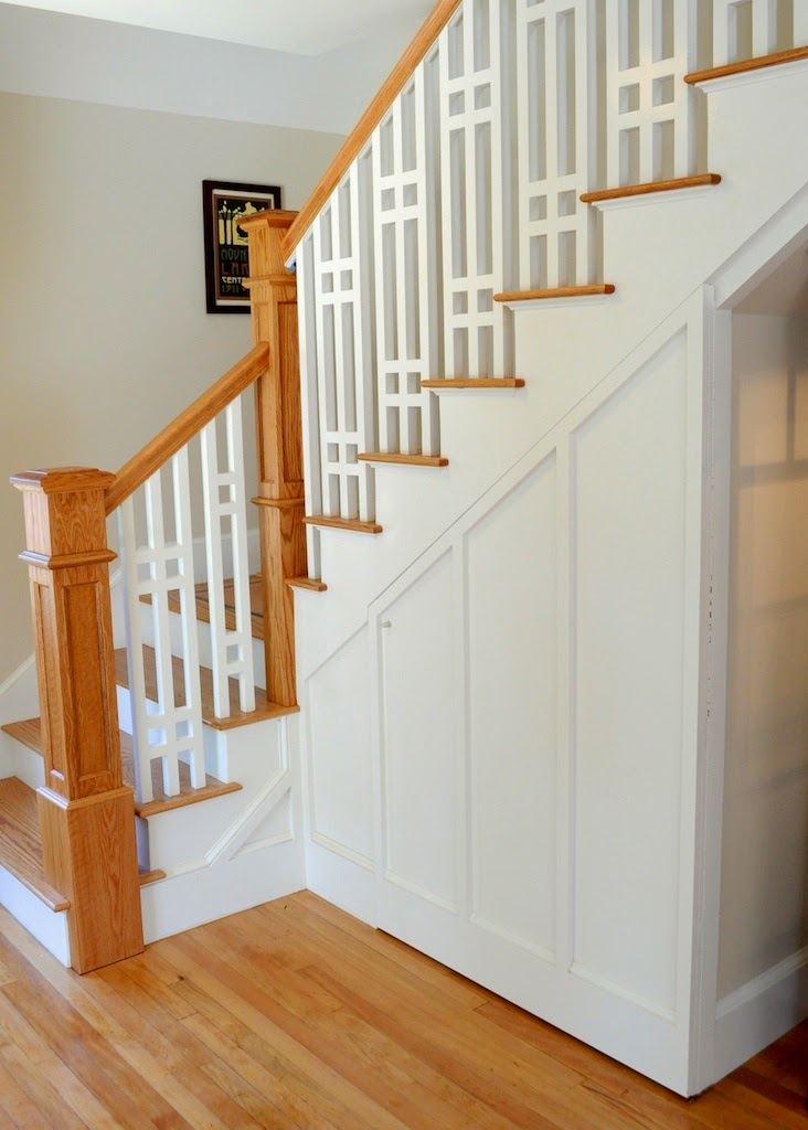 Craftsman style staircase in bungalow