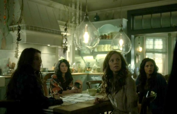 Witches of East End Beauchamp family kitchen 2 (4)