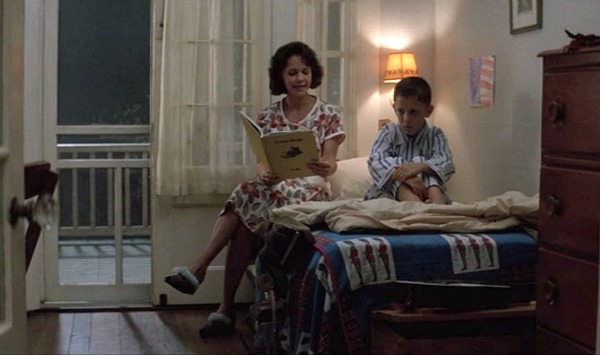 Mama Gump reads book to Forrest in his bedroom