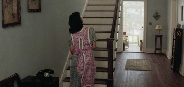 Mama Gump goes up the stairs