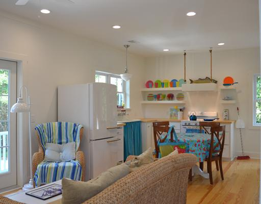 beach house kitchen with colorful plates