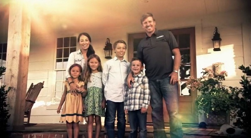 Chip and Joanna Gaines and Kids in Fixer Upper Credits