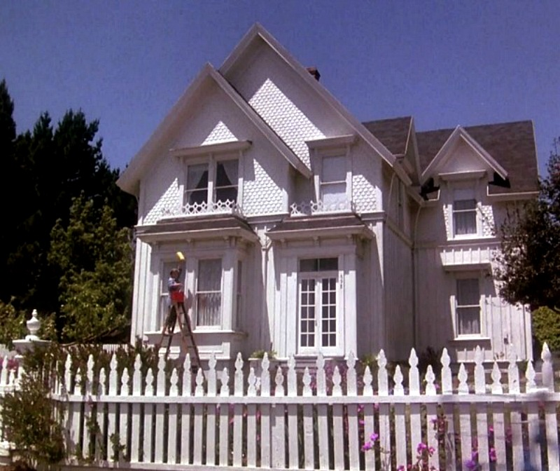 House in Murder She Wrote with white picket fence