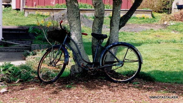 Jessica's bike in front of Blair House Mendocino CA
