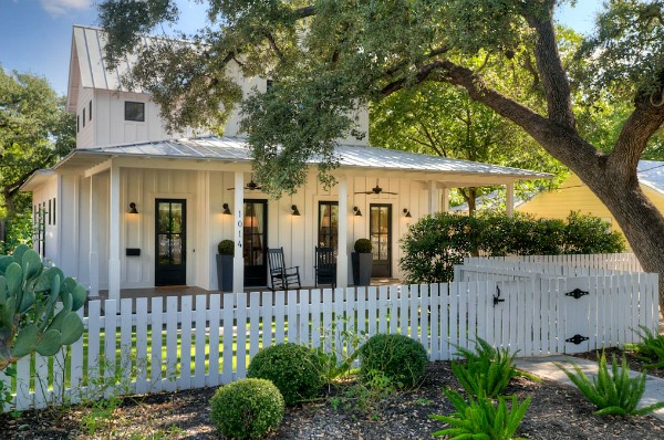 Modern farmhouse for sale in austin for Small modern farmhouse
