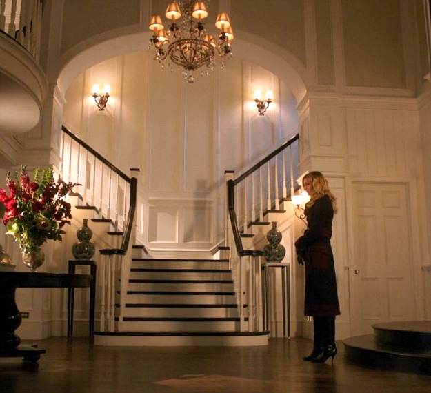 "foyer from Grayson Manor in ""Revenge"""