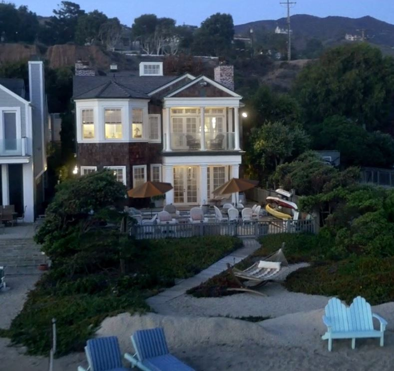 Grace and Frankie on Netflix Beach House