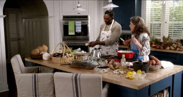 grace and frankie on netflix beach house kitchen 3 hooked on houses. Black Bedroom Furniture Sets. Home Design Ideas
