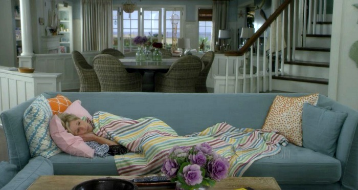 "Jane Fonda in the beach house on ""Grace and Frankie"""
