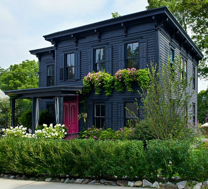 Roger Hazard and Chris Stout-Hazard's Black House with Pink Door in New York
