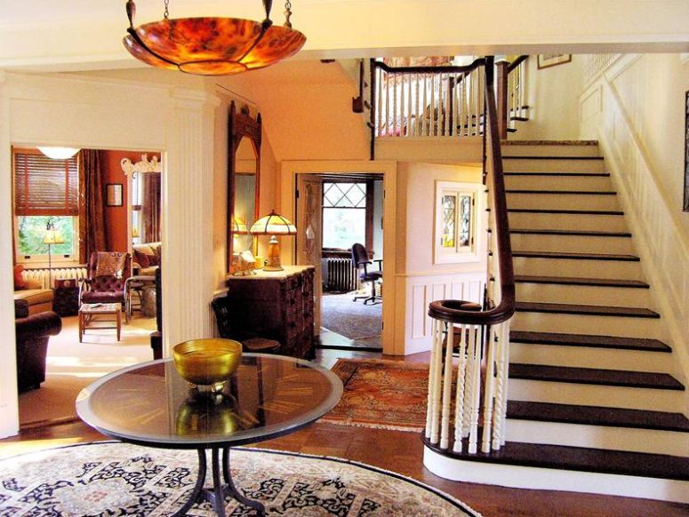 "Entry hall and staircase in the movie ""Stepmom"""