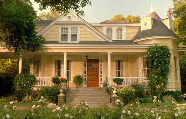 """Daddy Day Care"" movie Eddie Murphy's yellow house   hookedonhouses.net"