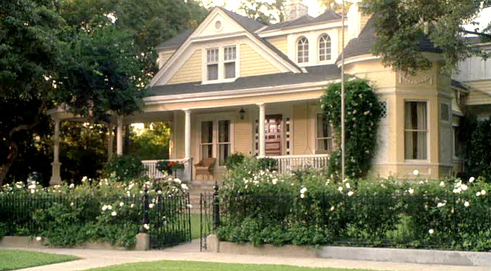 Eddie Murphy S Charming Yellow House In Daddy Day Care Hooked On Houses