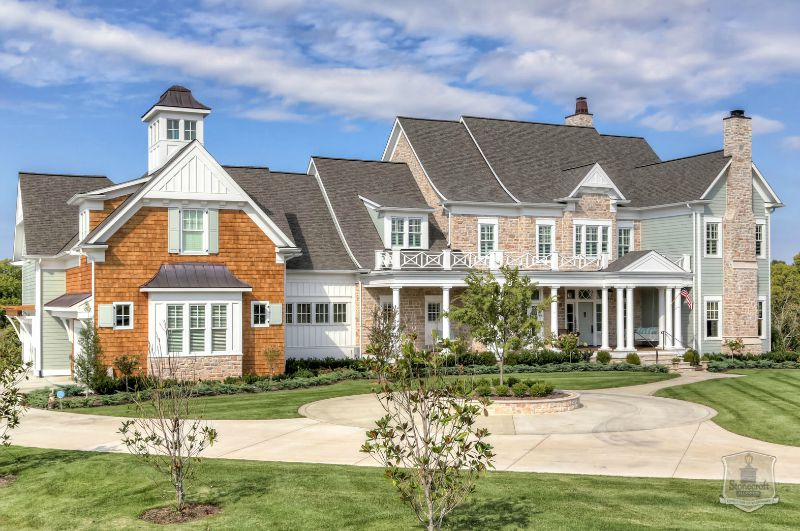 exterior front of Greystone Country House in Kentucky built by Stonecroft Homes