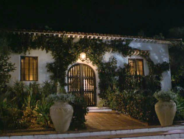 front exterior of Meg Ryan\'s Spanish style bungalow in the movie Hanging Up