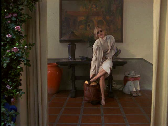 Meg Ryan inside entry hall of house in Hanging Up movie