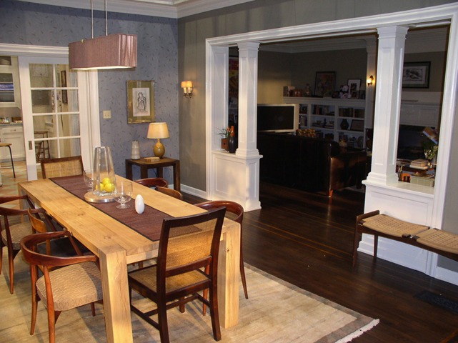 "Set photo of dining room from ""The Break-Up"" movie"