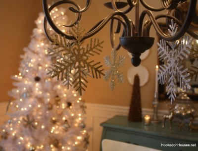 Hooked on Holiday House Tours: My White Christmas Tree