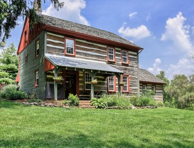 House Tour: An Updated Log Cabin in Pennsylvania