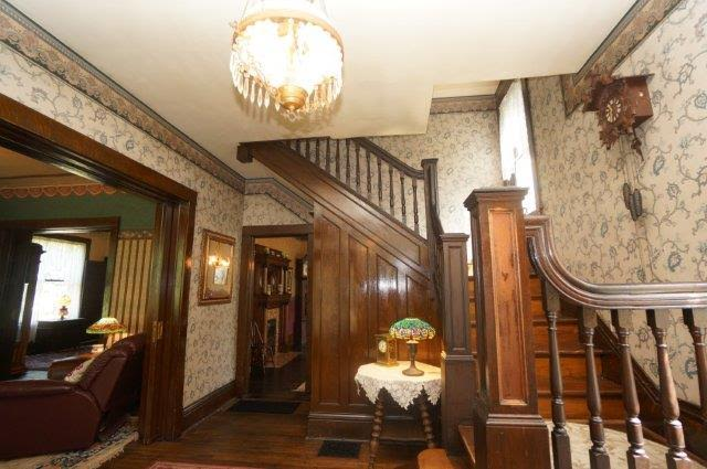 staircase inside front entry of Silence of the Lambs house