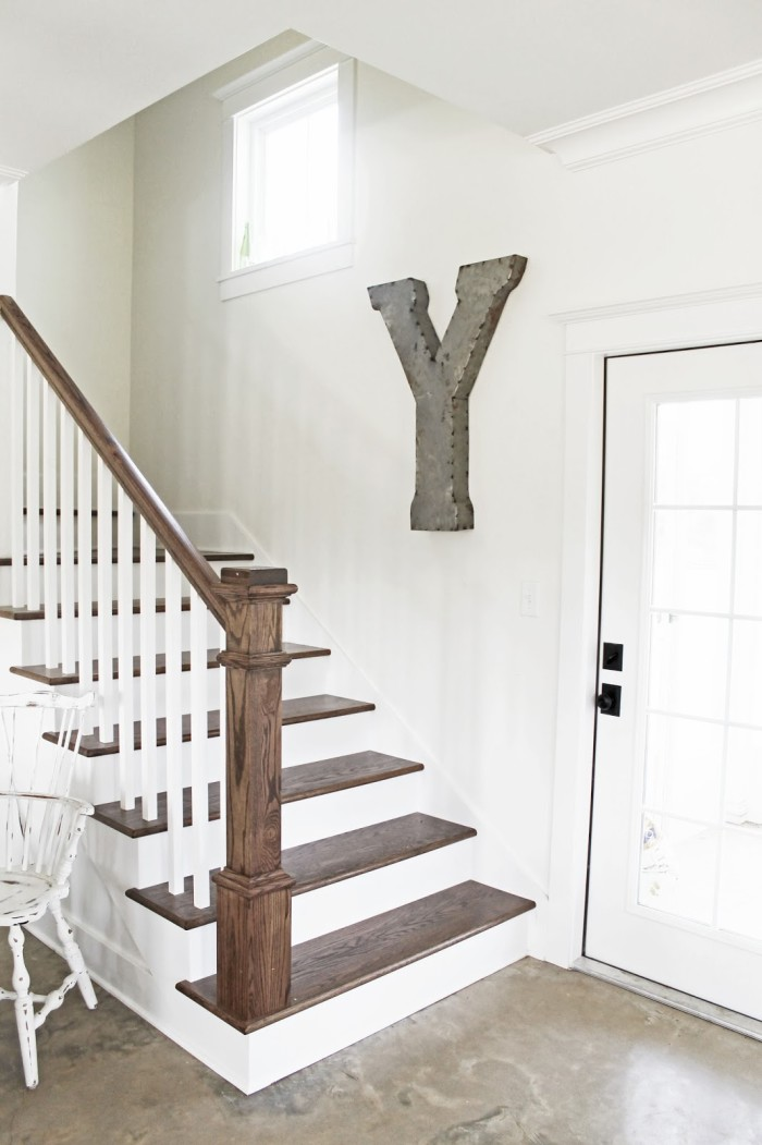Brittany york 39 s sugarberry farmhouse in louisiana for Farmhouse stairs