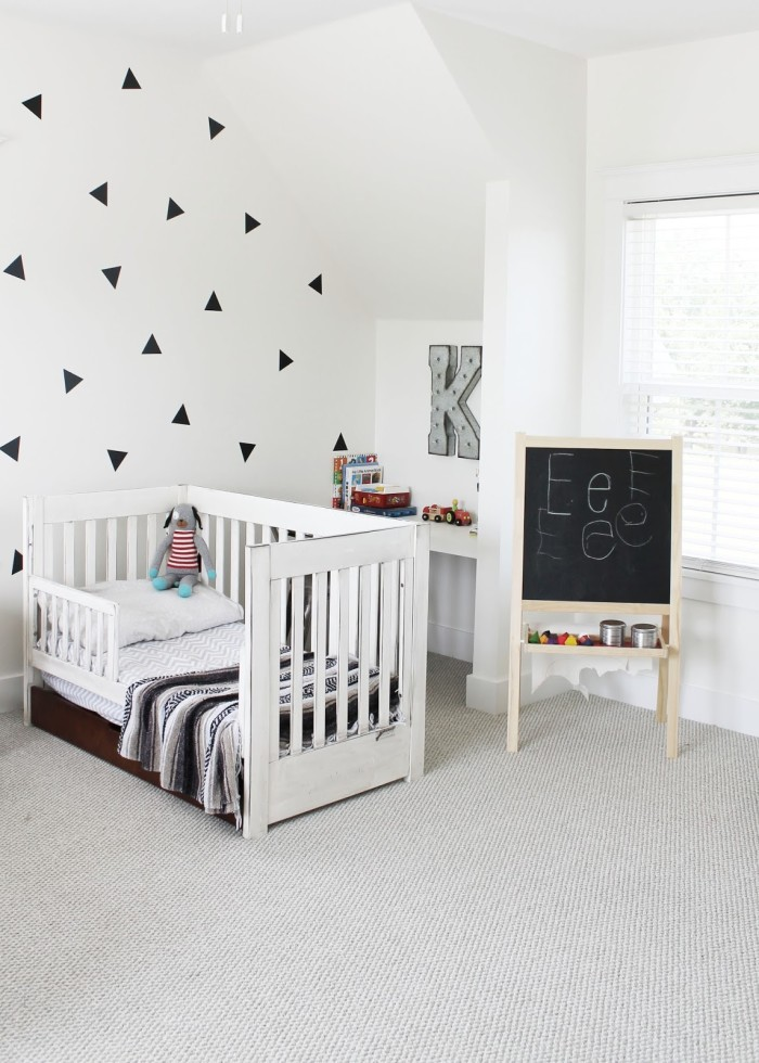 Toddler bed in boy\'s room with initial K on the wall