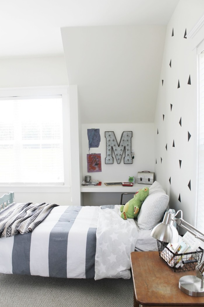Boy\'s bedroom with initial M on wall beside bed