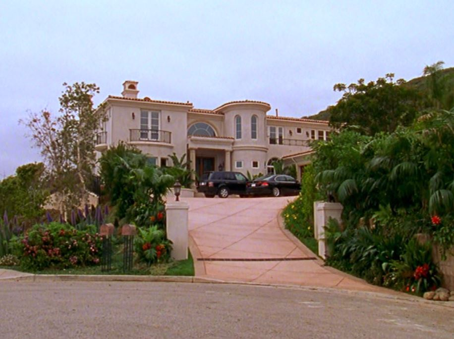 Exterior front of the Cohen family\'s House on The O.C. TV show