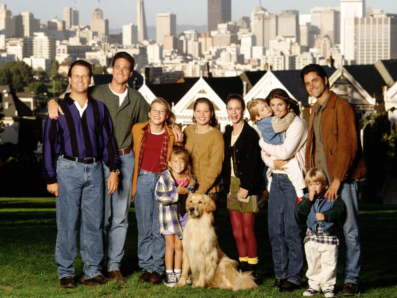 Full House cast in front of painted ladies Alamo Square Victorian houses