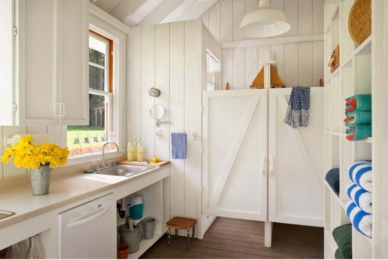 Heidi Richardson Architect small white cottage bath