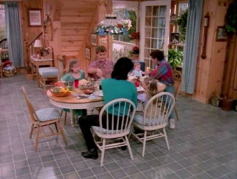 Tanner family kitchen nook in unaired pilot Full House