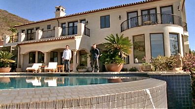 house hunting in final episode of The O.C.