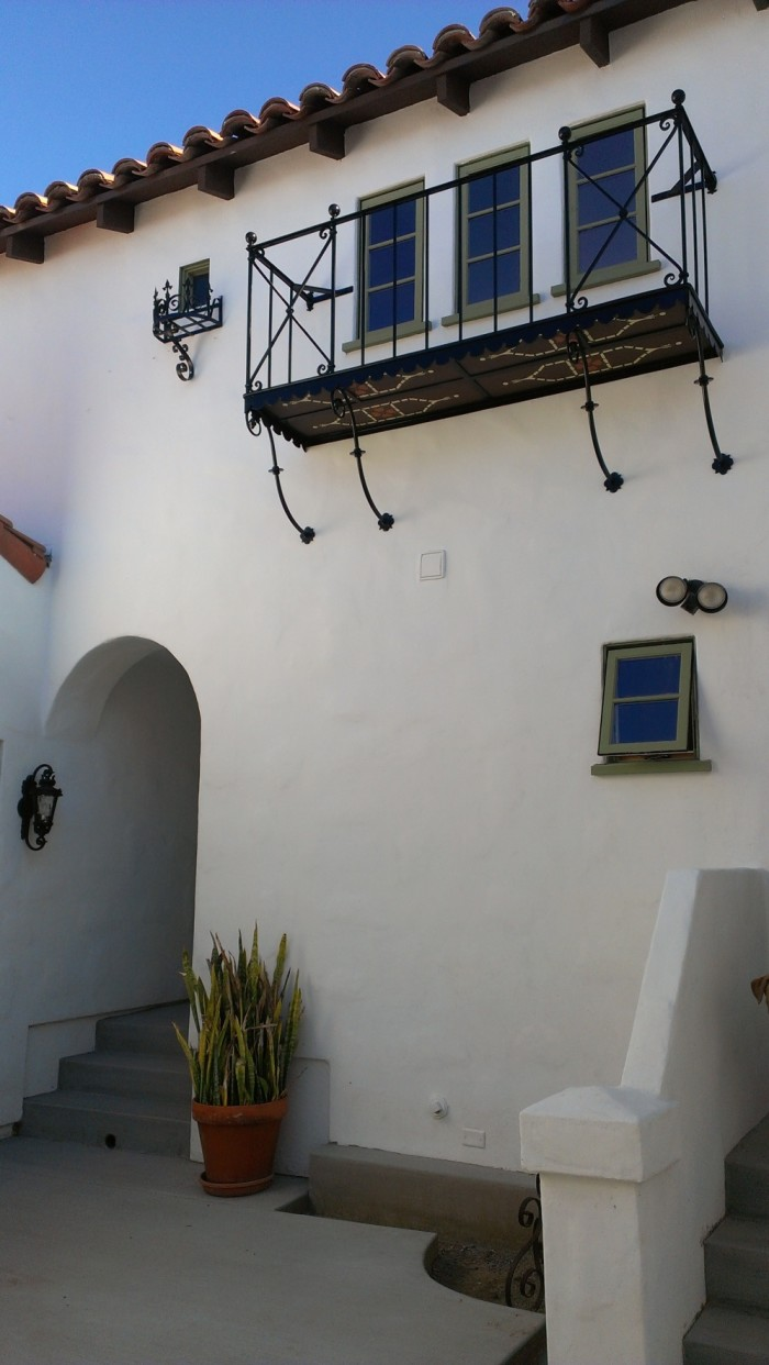 Bob and Veronica's Spanish-style home in California (7)