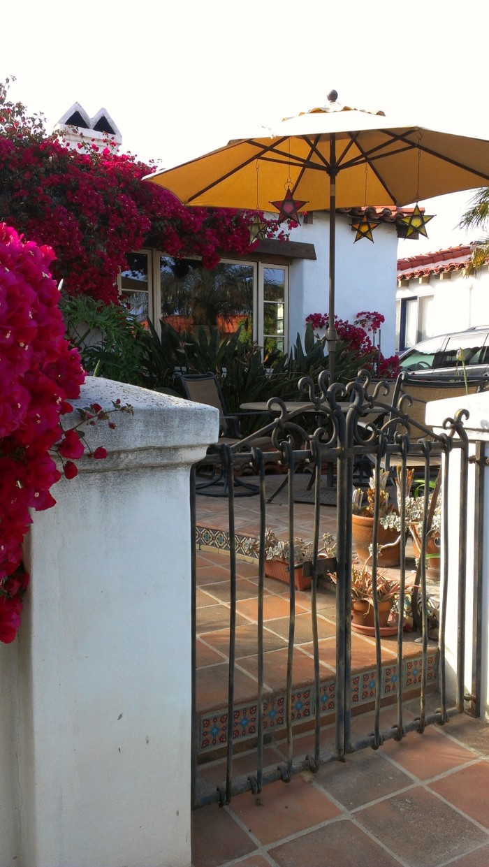Bob and Veronica's Spanish-style home in California (9)
