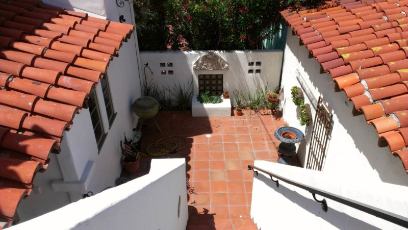 Bob's Spanish-style home in San Clemente CA (14)