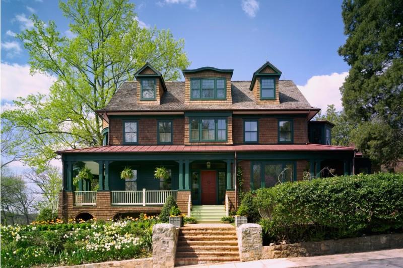 Shingle-style house designed by Barnes Vanze Architects