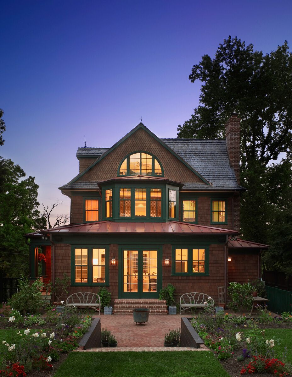 Shingle-style house designed by Barnes Vanze Architects