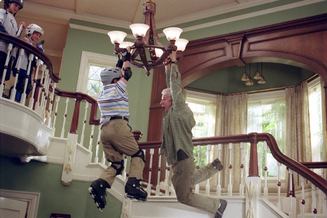 screenshot from cheaper by the dozen movie chandelier