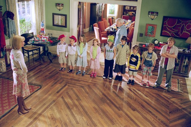 screenshot from cheaper by the dozen movie entry hall