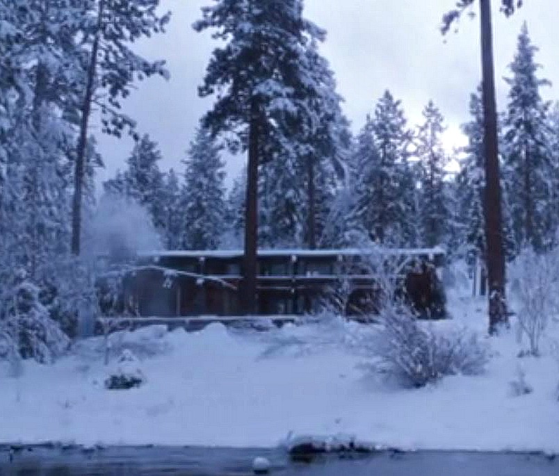 Bodyguard movie house cabin in the snow