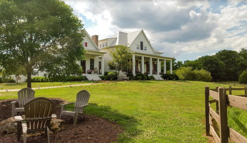 """Front exterior of the Farmhouse in \""""Miracles from Heaven\"""" Movie"""
