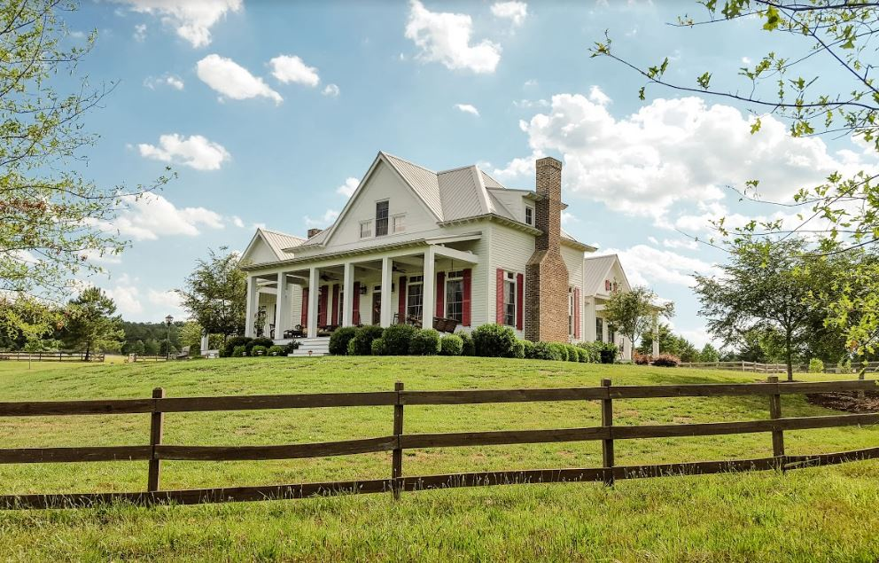 """Side exterior view of the Farmhouse in \""""Miracles from Heaven\"""" Movie"""