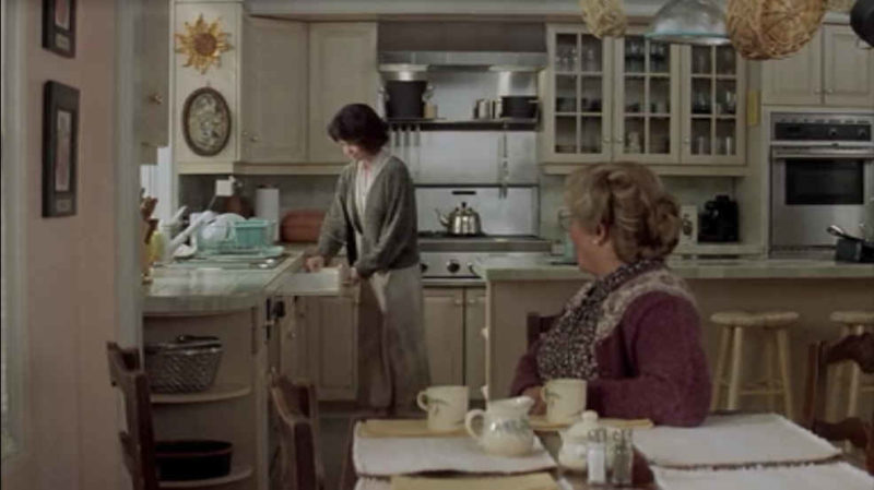Sally Field and Robin Williams in the kitchen