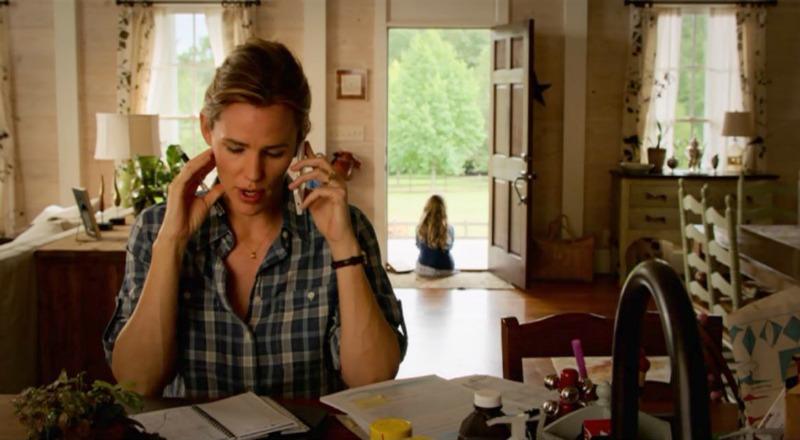 Jennifer Garner sitting in kitchen